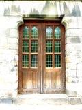 Gamla trädubbla dörrar royaltyfria foton