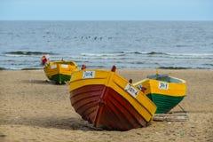 Gamla träfiskebåtar i Jantar, Polen arkivfoto