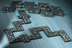 Gamla trästycken av dominobrickaleken royaltyfri foto