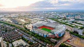 Gamla Trafford är en fotbollsarena större Manchester England och hemmet av Manchester United Flyg- sikt av Iconic fotboll Gr Royaltyfria Foton
