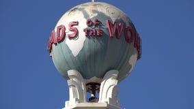 Gamla tvärgator av världsjordklotsnurret i Hollywood arkivfilmer