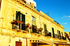 Gamla typiska fönster i Ortigia sicily Fotografering för Bildbyråer