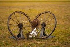 Gamla västra och musikbandinstrument arkivfoto