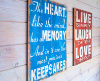 Gamla wood paneler med text Royaltyfria Bilder