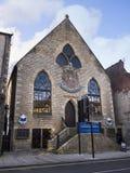 Gamlakyrka nu en restaurang i Lancaster England arkivfoton