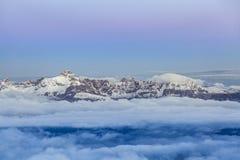 Gamma di alta montagna durante l'alba nelle alpi francesi Fotografia Stock