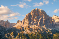 Gamma dopo il tramonto, alpi di Tofana della dolomia Immagini Stock