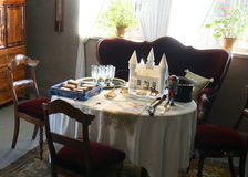Gammal äta middag tabell Royaltyfria Foton