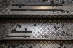Gammal åldrig använd stege för ståltrappafall med modelltextur Royaltyfri Foto