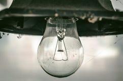 Gammal åldrig lampa för gatalyktakula Arkivbild