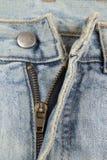 Gammal öppen jeansblixtlås royaltyfria foton