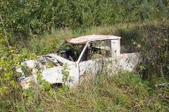 Gammal övergiven bil Arkivfoton