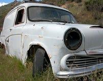 gammal övergiven bil Royaltyfri Fotografi