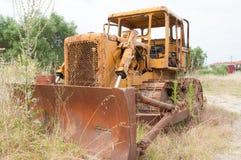 Gammal övergiven bulldozer Arkivfoto