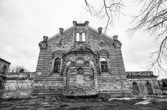 Gammal övergiven byggnad i Grodno, Vitryssland Royaltyfri Foto