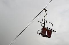 Gammal övergiven chairlift arkivfoton