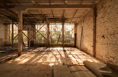 gammal övergiven fabrik Royaltyfri Bild