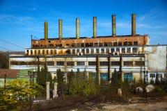 gammal övergiven fabrik Arkivfoton