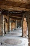 Gammal övergiven gästgivargård Royaltyfri Foto