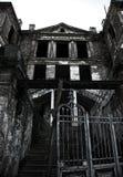 gammal övergiven herrgård Arkivfoto