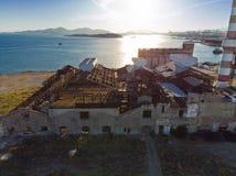 Gammal övergiven industribyggnad från över Royaltyfria Bilder