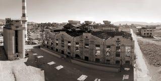 Gammal övergiven industribyggnad på Piraeus Arkivfoto