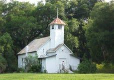 Gammal övergiven kyrka i monteringen Dora, Florida royaltyfri bild