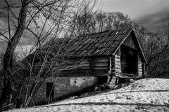 gammal övergiven ladugård Royaltyfri Fotografi