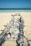 Gammal övergiven påfart på sand av den Macao stranden Arkivfoto