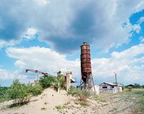 Gammal övergiven silo royaltyfri bild