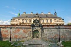 Gammal övergiven slott i den Lviv regionen, Pidhirtsi, Ukraina, efter 1635 år Sidan för sikt framifrån royaltyfri fotografi