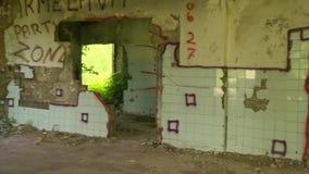 Gammal övergiven ussr armébyggnad panorama lager videofilmer