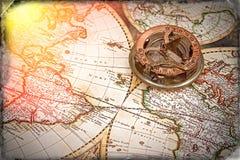 Gammal översikt, kompass, navigering och geografi royaltyfria bilder