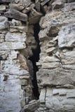 gammal övre vägg för tät spricka Arkivfoton