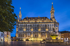 Gammal Aachen stad Hall At Night Royaltyfri Bild