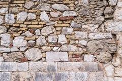 Gammal abstrakt textur av en förstörd stenvägg Arkivbilder