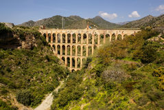 Gammal akvedukt i Nerja, Costa del Sol, Spanien Arkivbilder