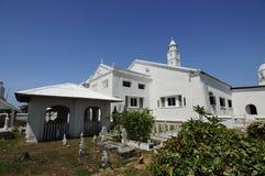 Gammal allvarlig gård på Abidin Mosque i Kuala Terengganu, Malaysia Royaltyfria Bilder
