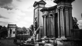 Gammal allvarlig monument royaltyfria bilder