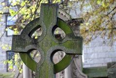 Gammal allvarlig sten i Kirken av St Nicholas i Aberdeen, Skottland Arkivfoto