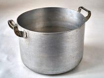 Gammal aluminum köksgeråd Arkivfoto