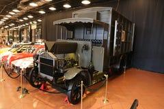 Gammal ambulans i det Koc museet Royaltyfri Foto