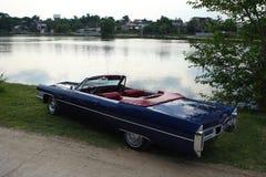 gammal amerikansk bil Arkivfoto