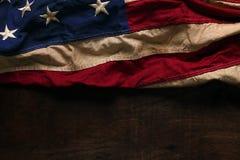 Gammal amerikanska flaggan för Memorial Day eller 4th av Juli Arkivbilder