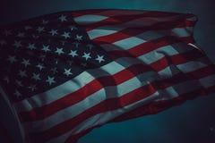 Gammal amerikanska flagganbakgrund för 4th Juli eller beroendedag, effekt vid tappningstilsignal Royaltyfri Fotografi
