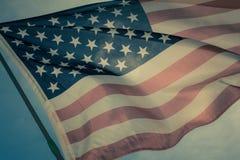 Gammal amerikanska flagganbakgrund för 4th Juli eller beroendedag, effekt vid tappningstilsignal Arkivbilder