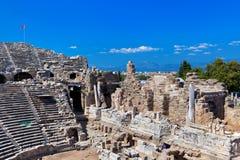 Gammal amfiteater i sidan, Turkiet Arkivfoton