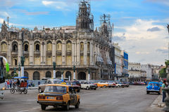 Gammal antik byggnad för Havana Cuban capitol under renoveringprocess Royaltyfri Bild