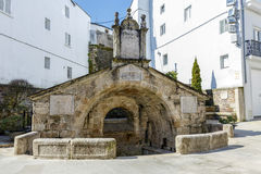 Gammal antik springbrunn i Mondonedo Spanien royaltyfri bild