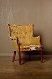 gammal antik stol Arkivbilder